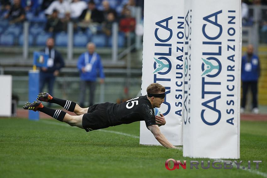 All Blacks: Damian McKenzie lascia la Nuova Zelanda