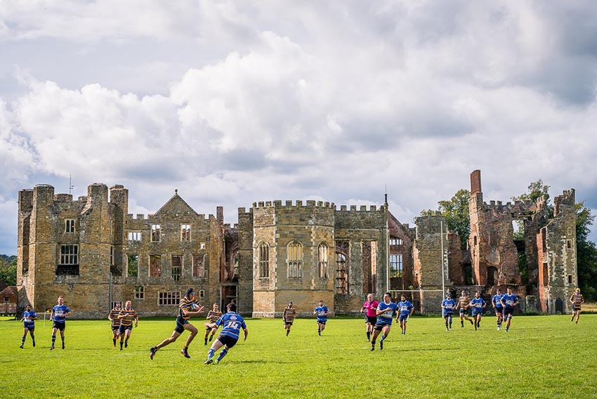Cowdray Ruins, Inghilterra