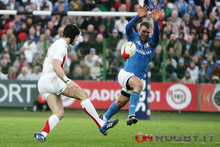 Il calcio di Danny Cipriani intercettatto da Simon Picone - Sei Nazioni 2008 - Ph S. Pessina