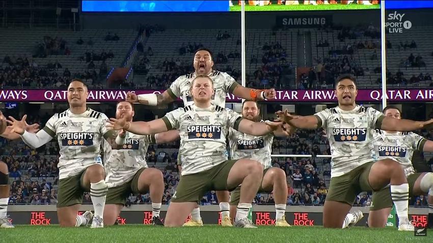 La Haka degli Highlanders prima della finale del Super Rugby